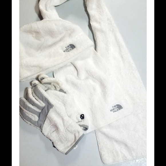 46904ce24 North Face fleece denali gloves, hat and scarf set